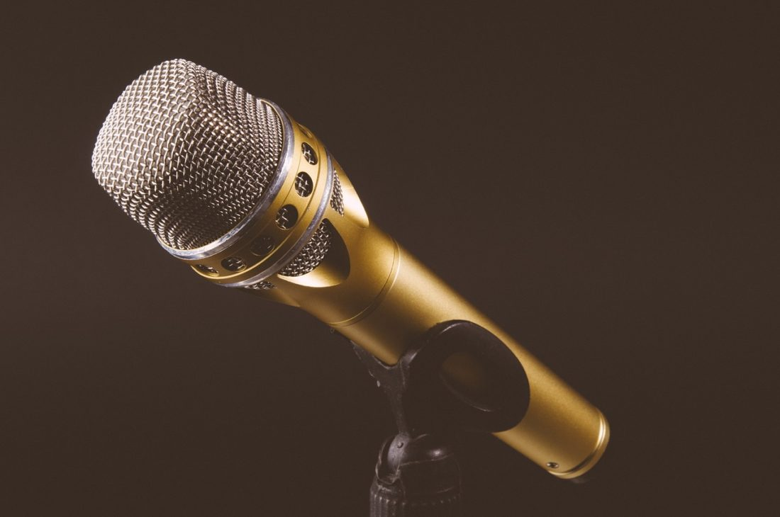 microphone-1246057_1280