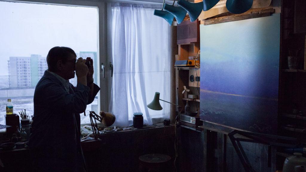 Co ciekawe film nie jest biografią artysty - sztuka jest właściwie na peryferiach zainteresowania filmowców