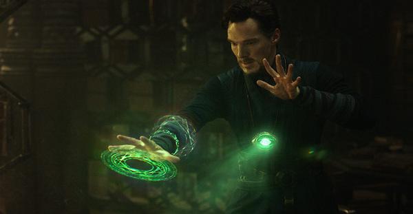 Trzeba przyznać że jak się Benedicta ubierze w odpowiednie szaty i da się mu tą brodę i fryzurę to wygląda jakby wybiegł z komiksu
