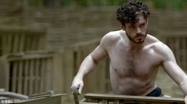 2B6A791200000578-3204563-Madden_s_Poldark_moment_getting_his_top_off_in_one_scene_where_h-a-18_1440079904039 (1)