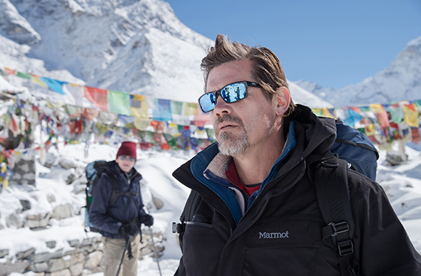 AA44_D006_00638 JAMES BROLIN as Beck Weathers in Everest. Inspired by the incredible events surrounding an attempt to reach the summit of the world's highest mountain, Everest documents the awe-inspiring journey of two different expeditions challenged beyond their limits by one of the fiercest snowstorms ever encountered by mankind. Credit: Jasin Boland