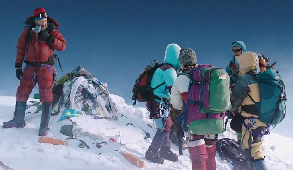 jake-gyllenhaal-and-josh-brolin-facing-deadly-storm-in-first-everest-trailer