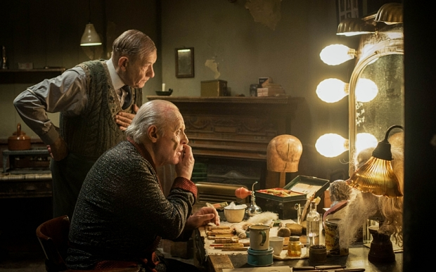 WARNING: Embargoed for publication until 00:00:01 on 22/10/2015 - Programme Name: The Dresser - TX: n/a - Episode: n/a (No. n/a) - Picture Shows: +++PUBLICATION OF THIS IMAGE IS STRICTLY EMBARGOED UNTIL 00.01 HOURS THURSDAY OCTOBER 22ND 2015+++ Norman (IAN MCKELLEN), Sir (ANTHONY HOPKINS) - (C) Playground Entertainment - Photographer: Joss Barratt
