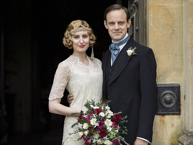 Downton Abbey | Christmas Final Episode 2015 | Behind The Scenes We return to the sumptuous setting of Downton Abbey for the finale of this internationally acclaimed hit drama series. As our time with the Crawleys draws to a close, we see what becomes of them all. The family and the servants, who work for them, remain inseparably interlinked as they face new challenges and begin forging different paths in a rapidly changing world. Photographer: Nick Briggs