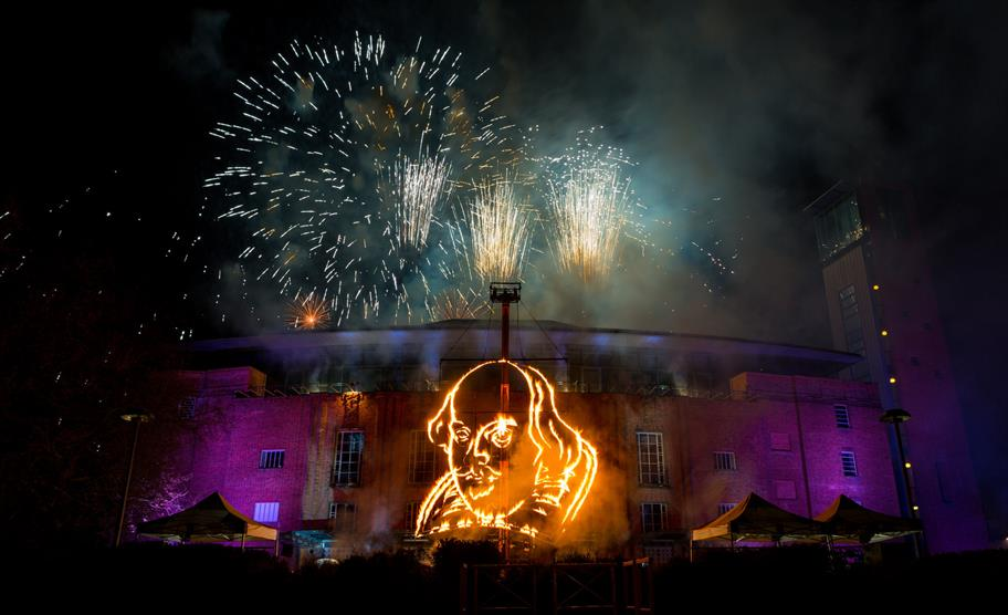 shakespeare_s_450th_birthday_fireworks_2014_photo_by_lucy_barriball_c_rsc_9472.tmb-img-912