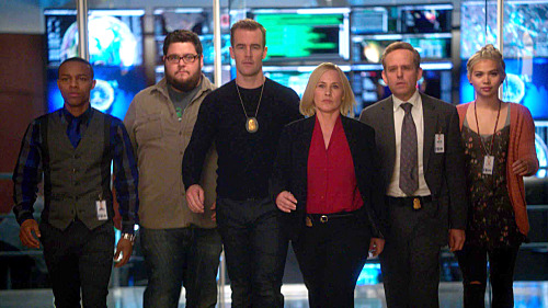 """""""The Evil Twin"""" -- Avery and her team investigate the murder of a woman whose electronic devices indicate that she was alive for three days after her official time of death, on CSI: CYBER, Wednesday, April 15 (10:00-11:00 PM, ET/PT), on the CBS Television Network. Pictured: (L-R) Shad Moss, Charlie Koontz, James Van Der Beek, Patricia Arquette, Peter MacNicol and Hayley Kiyoko Photo: Best Possible Screen Grab/CBS ©2014 CBS Broadcasting, Inc. All Rights Reserved"""