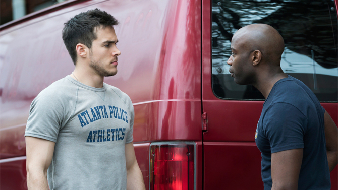 """Containment -- """"Pilot"""" -- Image Number: CON101c_0077.jpg -- Pictured (L-R): Chris Wood as Jake and David Gyasi as Major Lex Carnahan-- Photo: Tina Rowden/The CW -- © 2016 The CW Network, LLC. All rights reserved."""