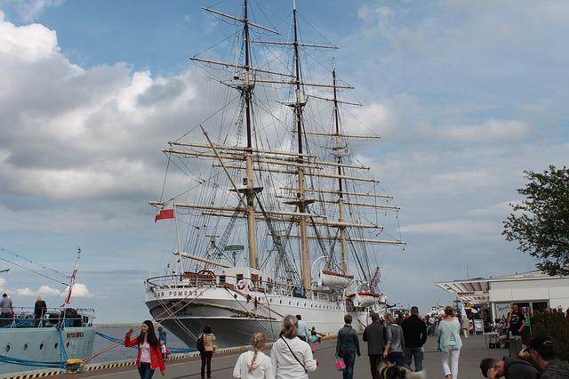 ship-432391_640