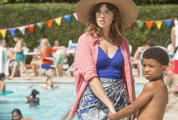 "THIS IS US -- ""The Pool"" Episode 104 -- Pictured: (l-r) Mandy Moore as Rebecca, Lonnie Chavis as 8 year old Randall -- (Photo by: Ron Batzdorff/NBC)"