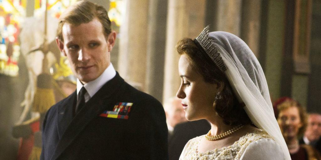 Historia zaczyna się w dniu ślubu Elżbiety i trzeba powiedzieć że te dwa odcinki zanim Elżbieta zostaje królową się zdecydowanie najlepsze