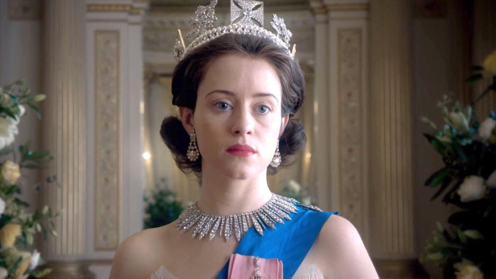 The Crown to najdroższy serial Netflixa. Udało się wydać mnóstwo pieniędzy by opowiedzieć historię w której mamy współczuć ludziom którzy mają mnóstwo pieniędzy.